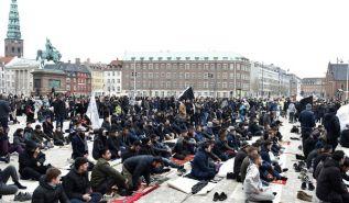 بخصوص صلاة الجمعة في ميدان قصر كريستيانسبورغ