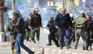 الوقفة الاحتجاجية السلمية في الخليل تؤكد رفض الاعتقال السياسي   والسلطة تؤكد على بلطجيتها وكذبها وتضليلها