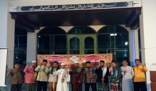 Indonesia: Hizb ut Tahrir with the Ummah's scholars condemn Ahok governor of Jakarta, who insulted the Quran and the Ulemah