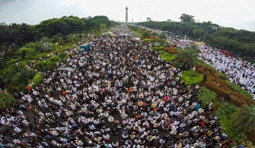 Hizb ut Tahrir Indonesia Protest: Disbeliever Leader is Haram