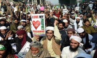 دموکراسی همیشه با اسلام در تناقض قرار دارد؛ بنابر این، ضرور است که خلافت بر منهج نبوت بدیل آن گردد
